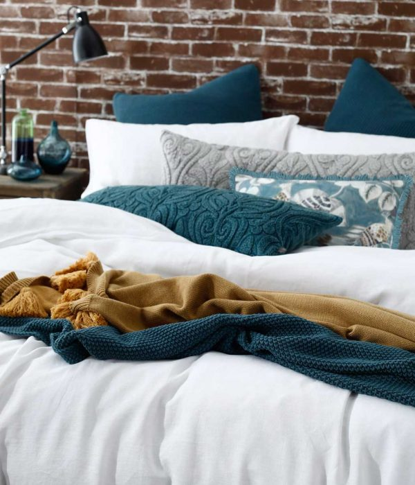 LAUNDERED LINEN Duvet Set White and Accessories